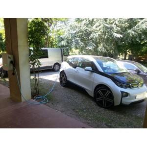 Installation d'une borne HAGER réf. XEV101 pour la BMW i3 d'un particulier, à Narbonne dans le 11.